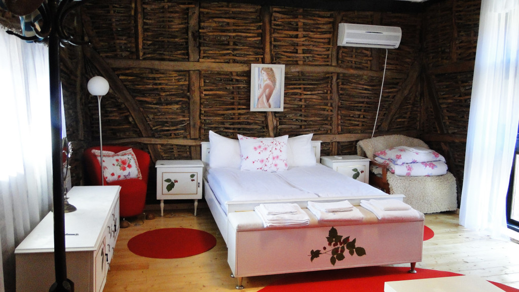 raspberry-bedroom--golets