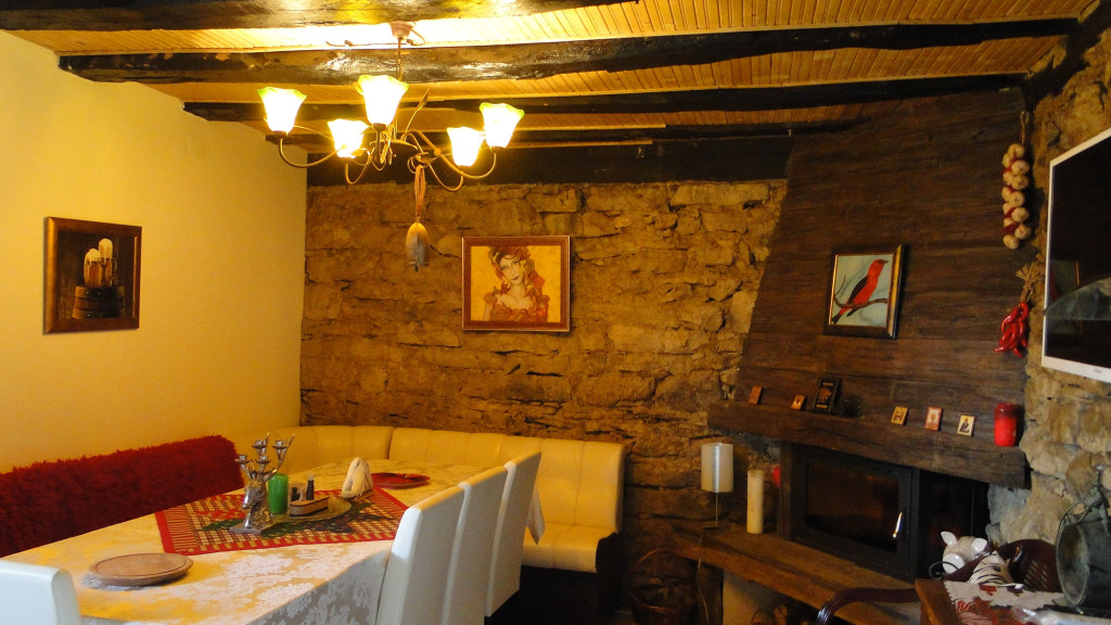 dining-area-mehana3
